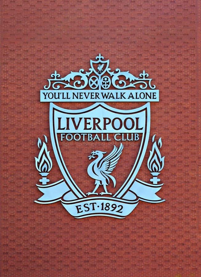 Vapen för Liverpool fotbollklubba på den nya huvudsakliga ställningen royaltyfri foto