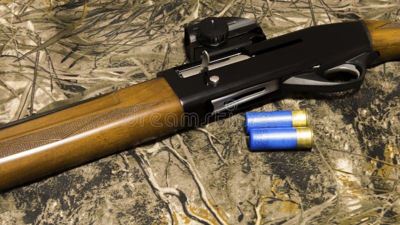 Vapen och ammunitionar för att jaga arkivfoto