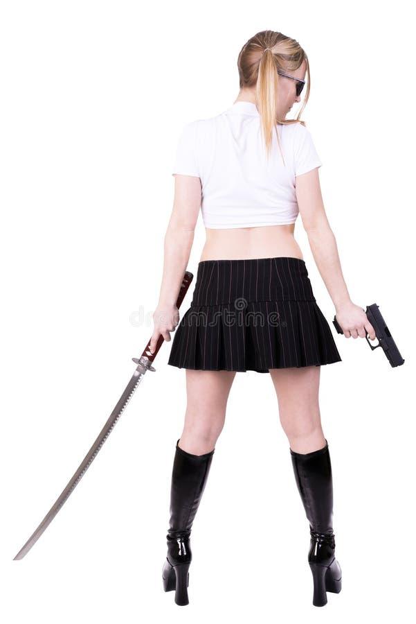 Vapen och katana för sexig mördare hållande royaltyfri foto