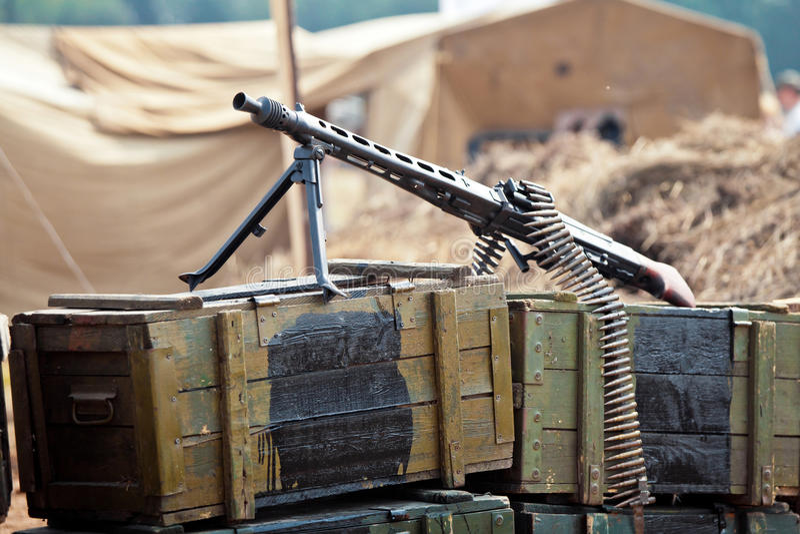 Vapen på askarna av ammunitionar royaltyfri foto