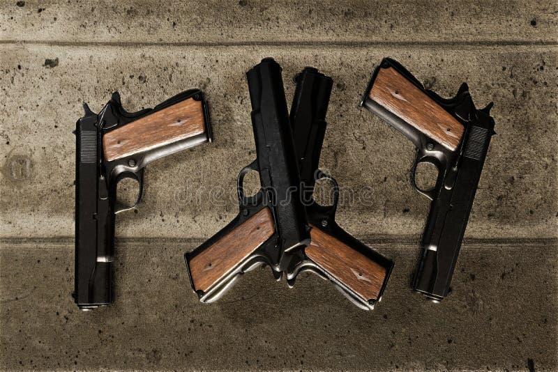 Vapen på betong stock illustrationer