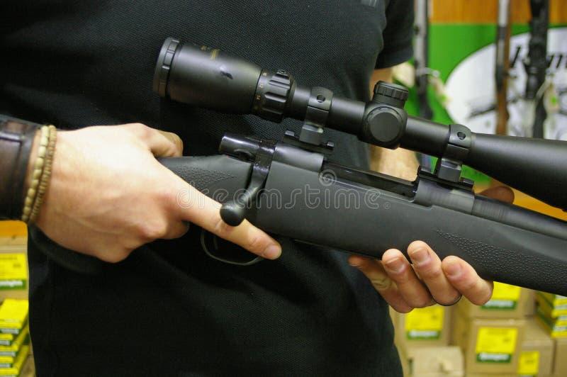 Vapen skjutvapen och jagagevär på skärm fotografering för bildbyråer