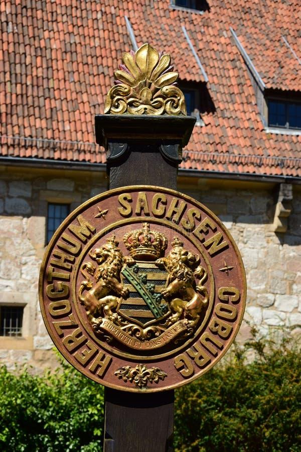 Vapensköld av den historiska hertigdömet Saxe-Coburg i Coburg, Tyskland arkivbild