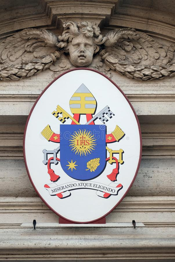 Vapensköld av påven Francis royaltyfria bilder