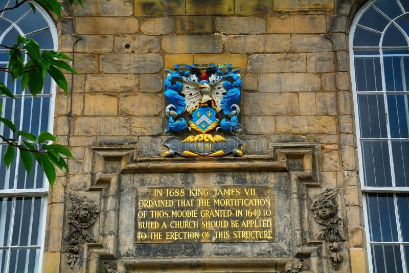 Vapensköld på Canongate Kirk, Edinburg, Skottland arkivbild