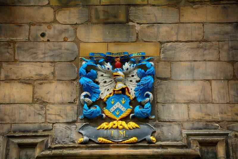 Vapensköld på Canongate Kirk, Edinburg, Skottland arkivbilder