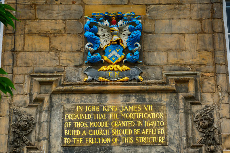 Vapensköld på Canongate Kirk, Edinburg, Skottland royaltyfria foton