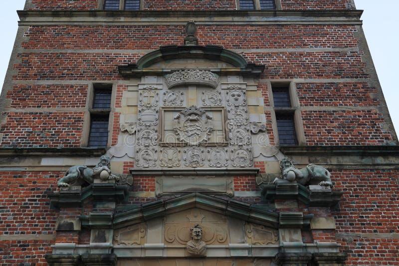 Vapensköldar av den Frederiksborg slotten, Danmark royaltyfria bilder