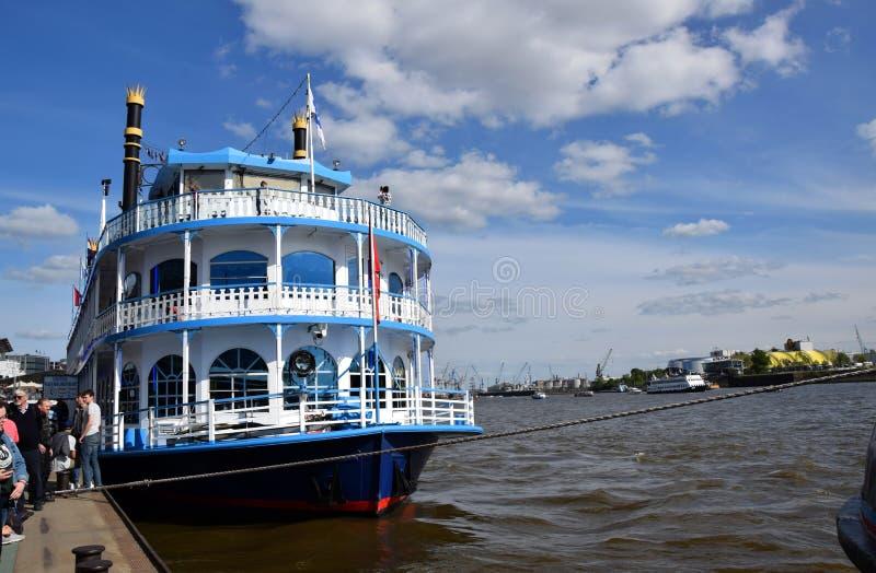 Vapeur - bateau de vapeur, St Pauli-Landungsbrucken de Hafengeburtstag photos libres de droits