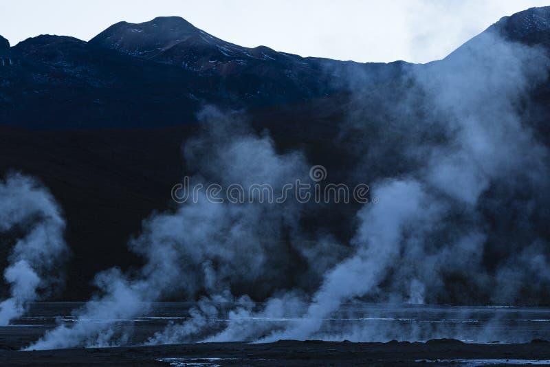 Vapeur des geysers dans la réserve nationale de flamenco de visibilité directe photos libres de droits
