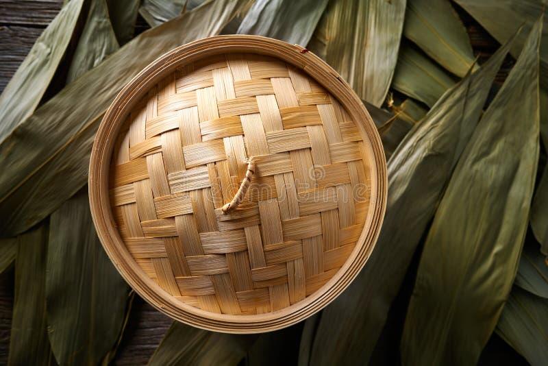 Vapeur en bambou de cuisine asiatique pour la cuisson à la vapeur images libres de droits