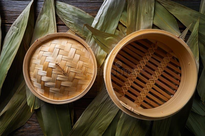 Vapeur en bambou de cuisine asiatique pour la cuisson à la vapeur photo stock