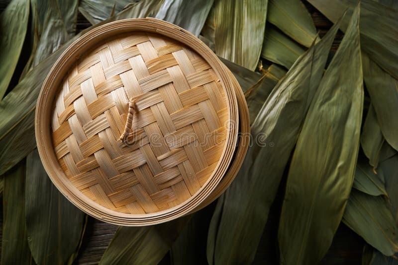 Vapeur en bambou de cuisine asiatique pour la cuisson à la vapeur photo libre de droits