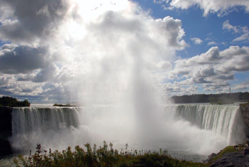 Vapor de água na ferradura de Niagara. Canadá. imagem de stock royalty free