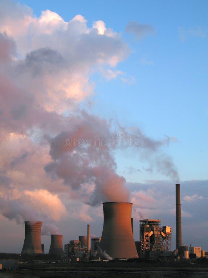 Vapor de centrais energéticas elétricas fotos de stock