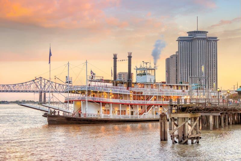Vapor de paleta de New Orleans en el río Misisipi en New Orleans foto de archivo libre de regalías