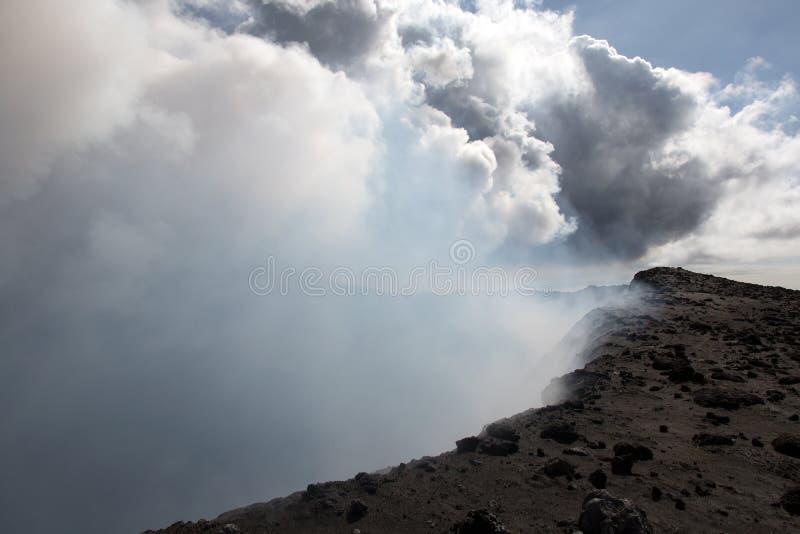Vapor de Volcano Yasur, Vanuatu foto de stock