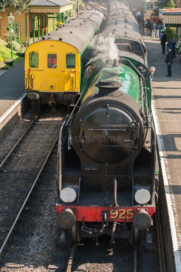 Vapor e locomotivas diesel imagem de stock royalty free