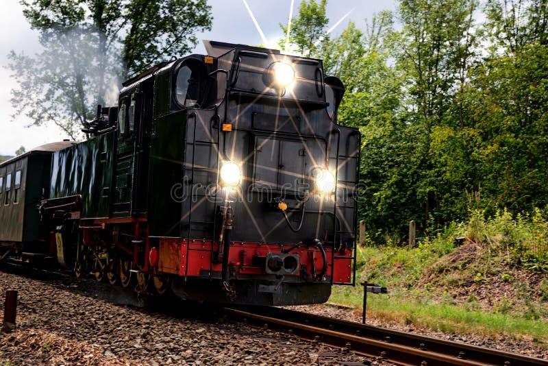 Vapor histórico trem railway posto com luzes fotos de stock royalty free
