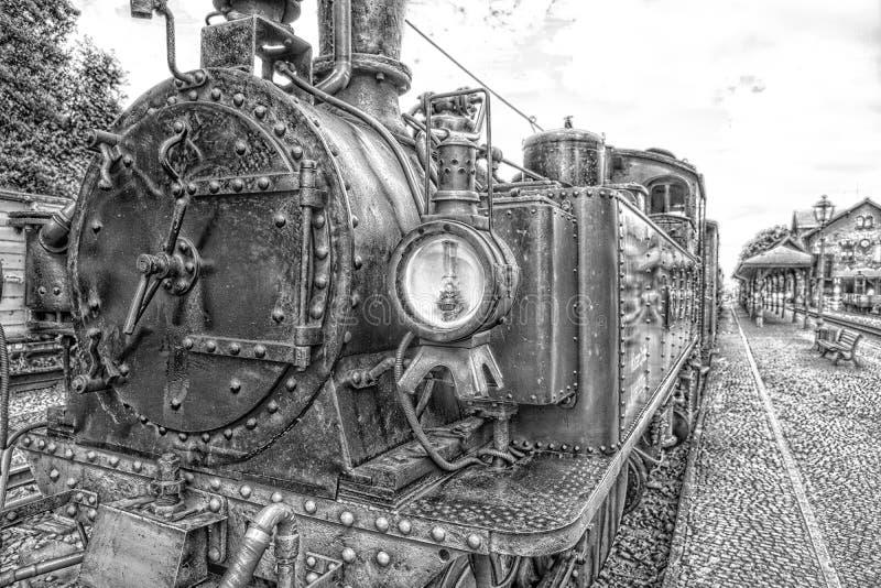 Vapor histórico trem railway posto em preto e branco fotos de stock