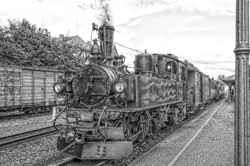 Vapor histórico trem railway posto em preto e branco imagem de stock