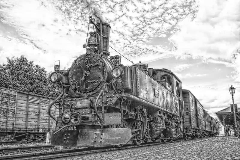 Vapor histórico trem railway posto em preto e branco fotografia de stock royalty free