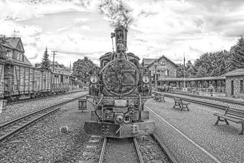 Vapor histórico trem railway posto em preto e branco foto de stock