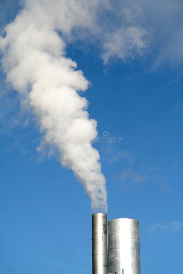 Download Vapor Que Levanta-se De Uma Torre Foto de Stock - Imagem de se, smokestack: 536164