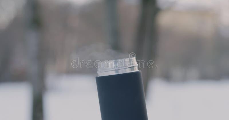 Vapor que sube de la taza terma fotografía de archivo