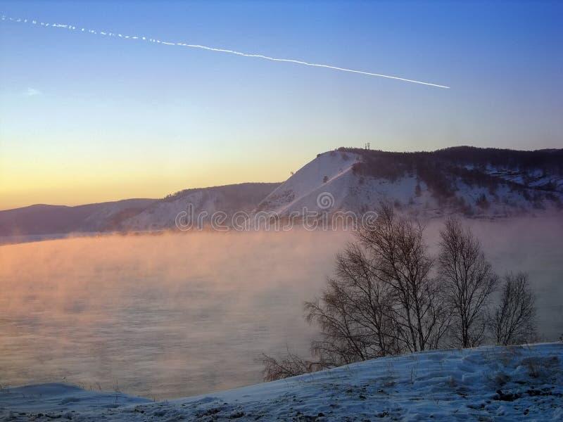 Vapor sobre o Lago Baikal foto de stock royalty free