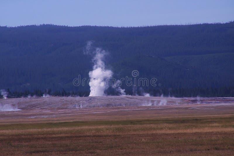 Download Vapor Y Niebla Del Tiroteo Del Géiser Imagen de archivo - Imagen de niebla, d0: 44857005