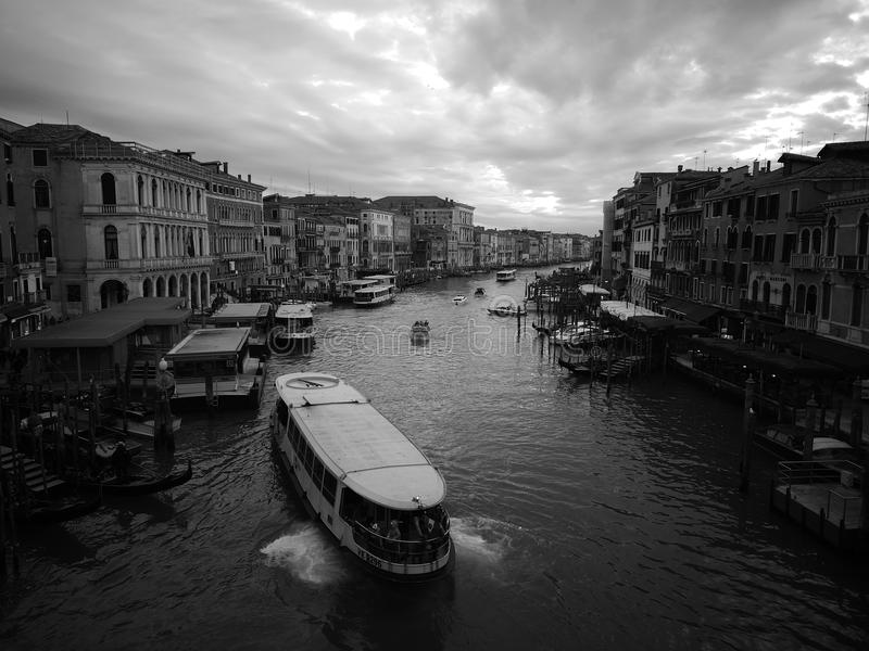 Vaporetto大运河Rialto 免版税库存图片