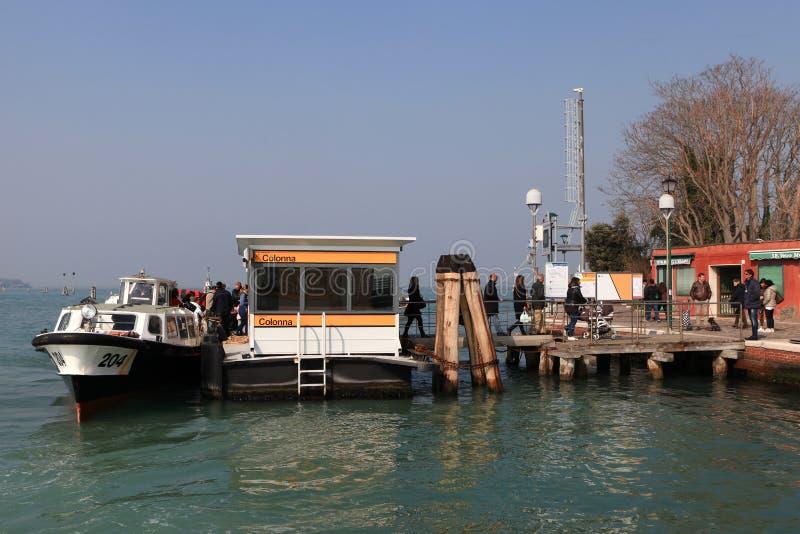 Vaporetto (ônibus da água) em Veneza fotos de stock