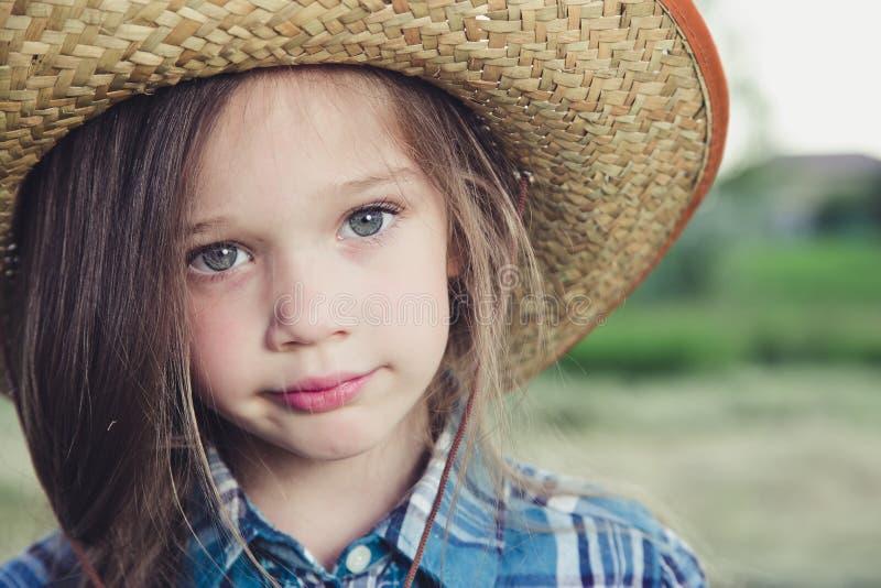 Vaqueiro da menina do retrato fotografia de stock