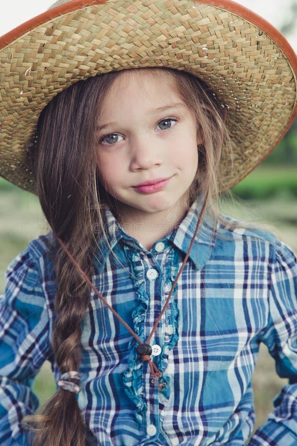 Vaqueiro da menina do retrato foto de stock