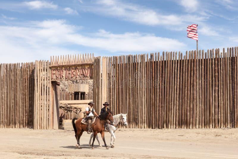 Vaqueiros nos estúdios do cinema do bravo do forte na Espanha imagens de stock royalty free