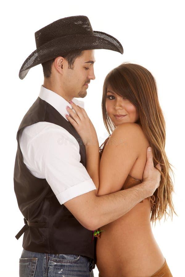 Vaquero y abrazo indio de la mujer que ella mira fotos de archivo libres de regalías