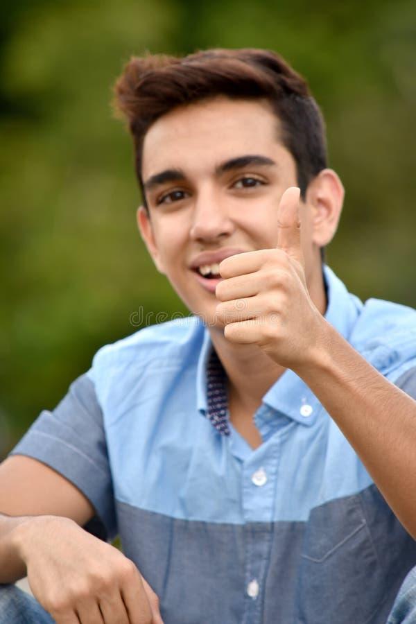 Varón adolescente feliz fotos de archivo