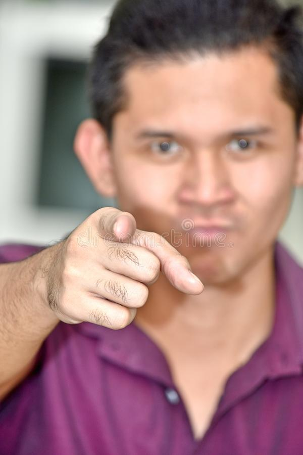 Varón adulto asiático hermoso enojado imagenes de archivo