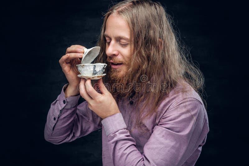 Varón barbudo positivo fotos de archivo libres de regalías