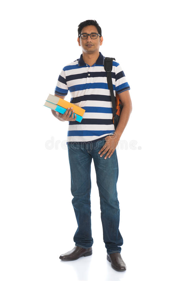 Varón indio joven de la universidad con el fondo blanco aislado fotos de archivo