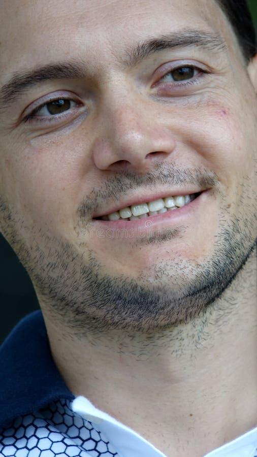 Varón sin afeitar y felicidad foto de archivo libre de regalías