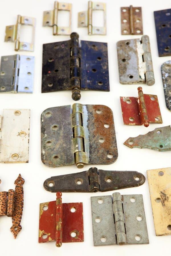 var gammal för gångjärn återanvänt till ridit ut arkivfoto
