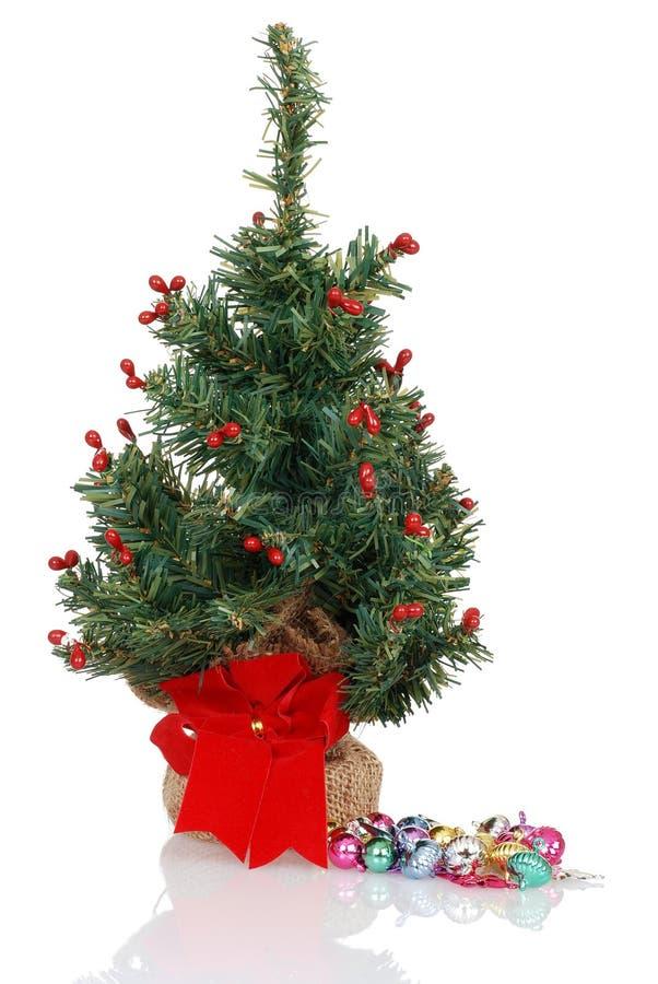 var jul dekorerad klar till treen arkivbild