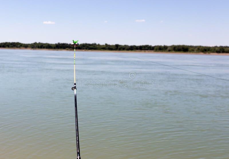 Vara de pesca no rio fotografia de stock royalty free
