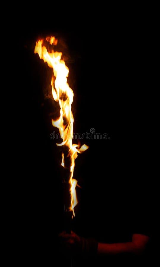 Vara de queimadura do fogo na mão do homem fotos de stock