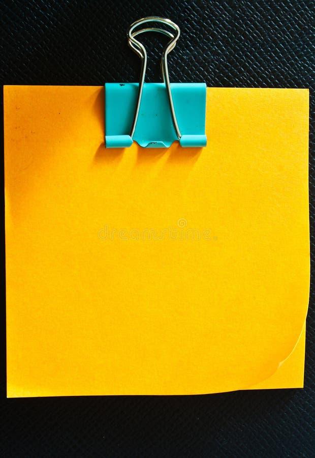 Vara do memorando com o paperclip no couro imagens de stock royalty free