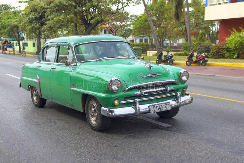 Varadero KUBA, STYCZEŃ, - 01, 2018: Rocznika klasyczny Amerykański samochód obraz royalty free