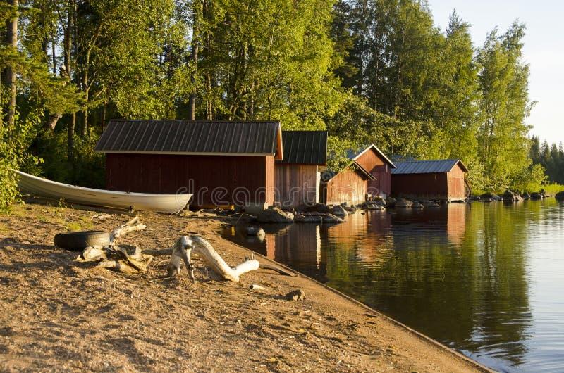 Varaderos en el lago en la puesta del sol foto de archivo libre de regalías