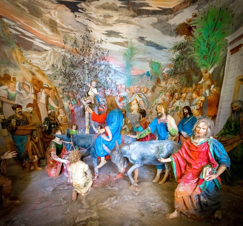 Varallo a entrada ao Jerusalém de Jesus Christ em uma representação bíblica da cena do caráter imagens de stock royalty free